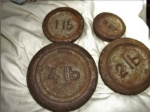 4 X VINTAGE CAST IRON FLAT ROUND SHOP SCALE WEIGHTS 4lb 2lb 1lb & 8oz